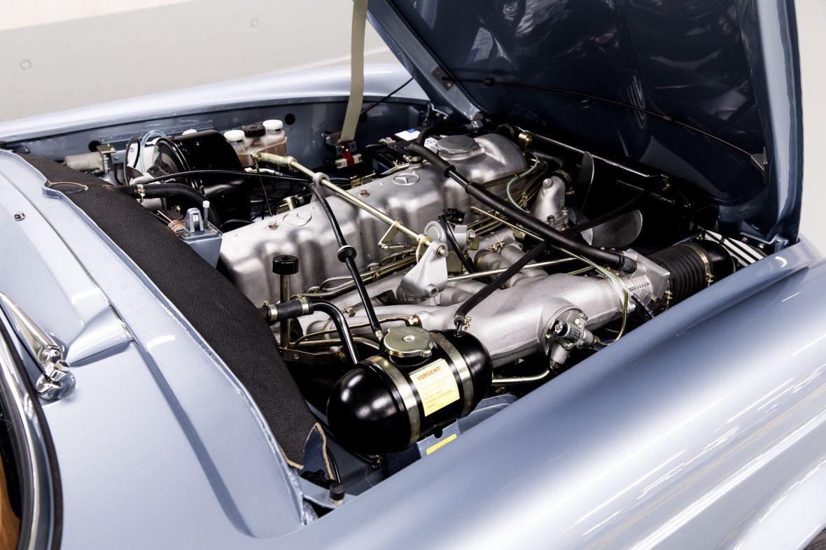 Mercedes-Benz W 113 280 SL 8