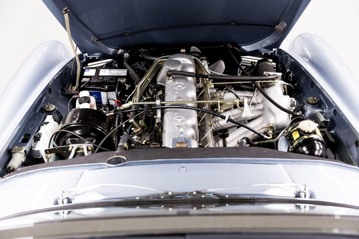 Mercedes-Benz W 113 280 SL 7