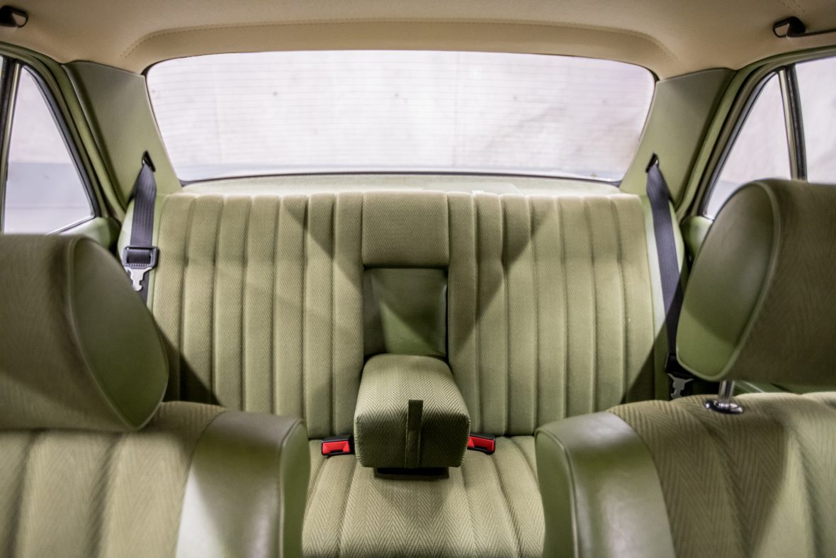 Mercedes-Benz W 123 300 D 11