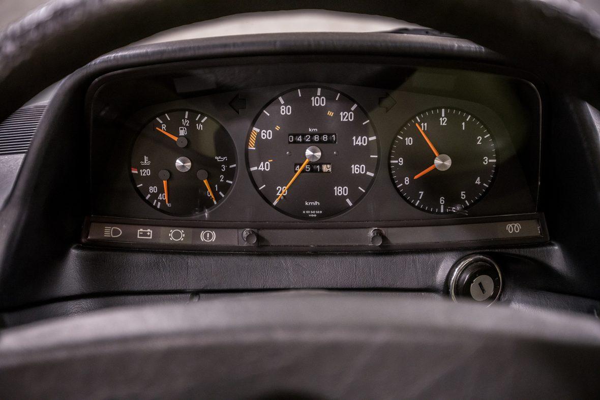 Mercedes-Benz W 123 300 D 7