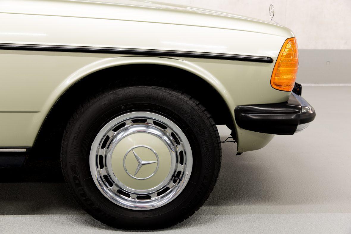 Mercedes-Benz W 123 300 D 5