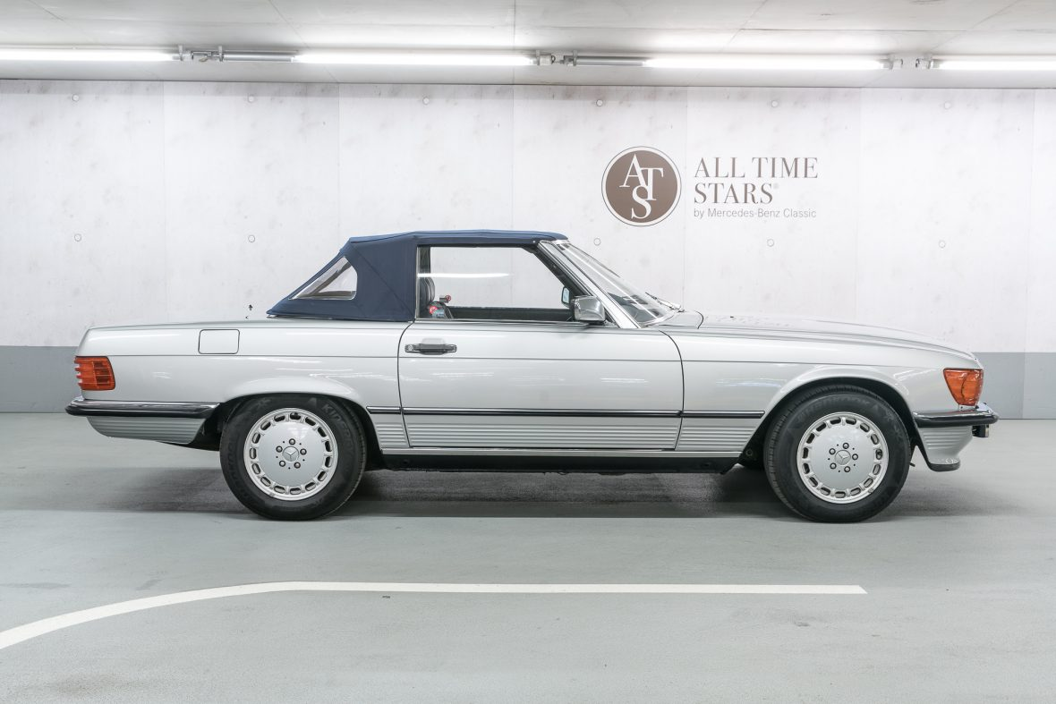 Mercedes-Benz R 107 300 SL 1