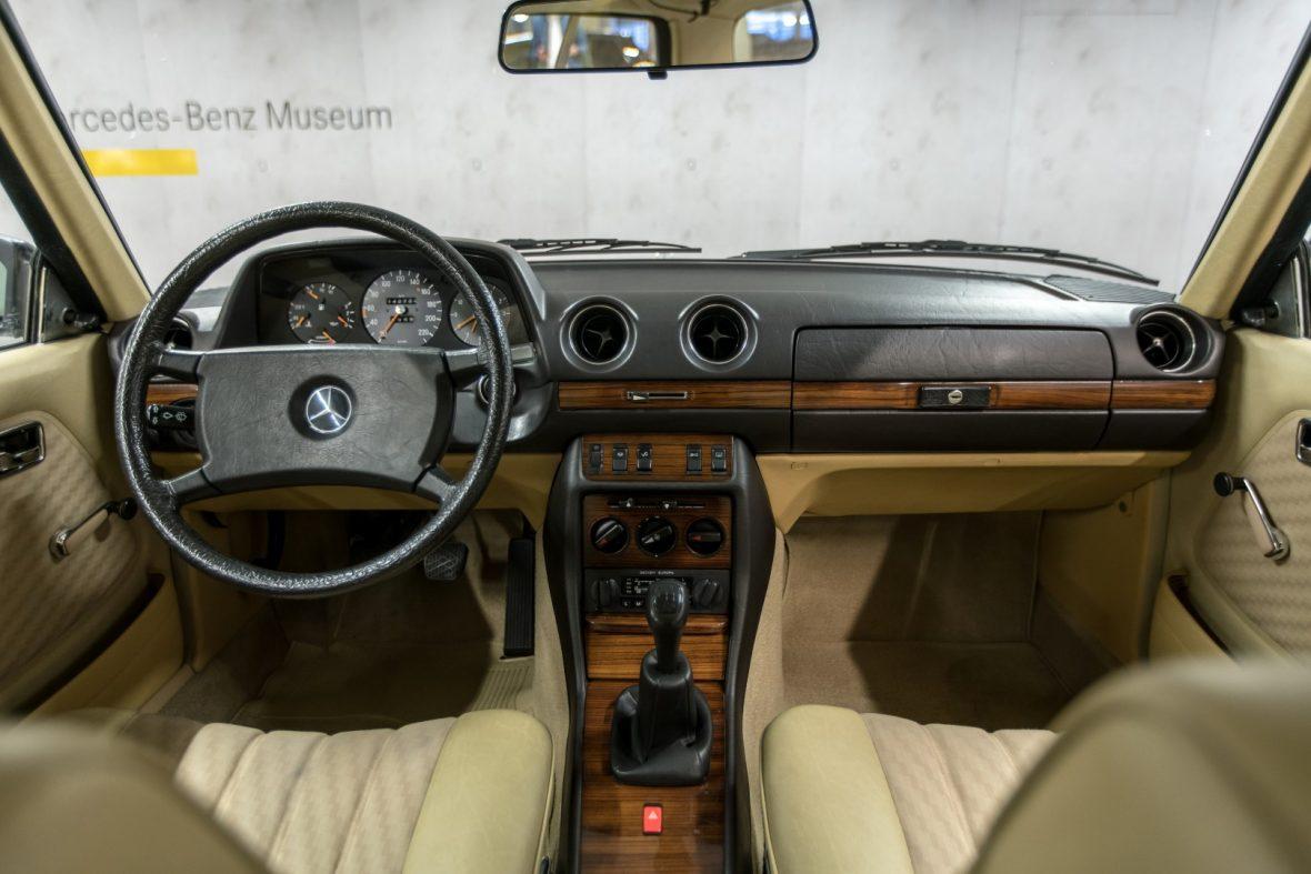 Mercedes-Benz C 123 280 CE 13