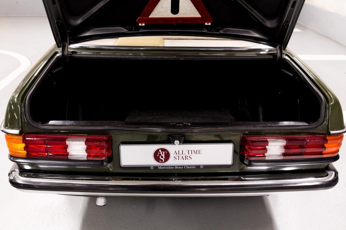 Mercedes-Benz W 123  200 D 18