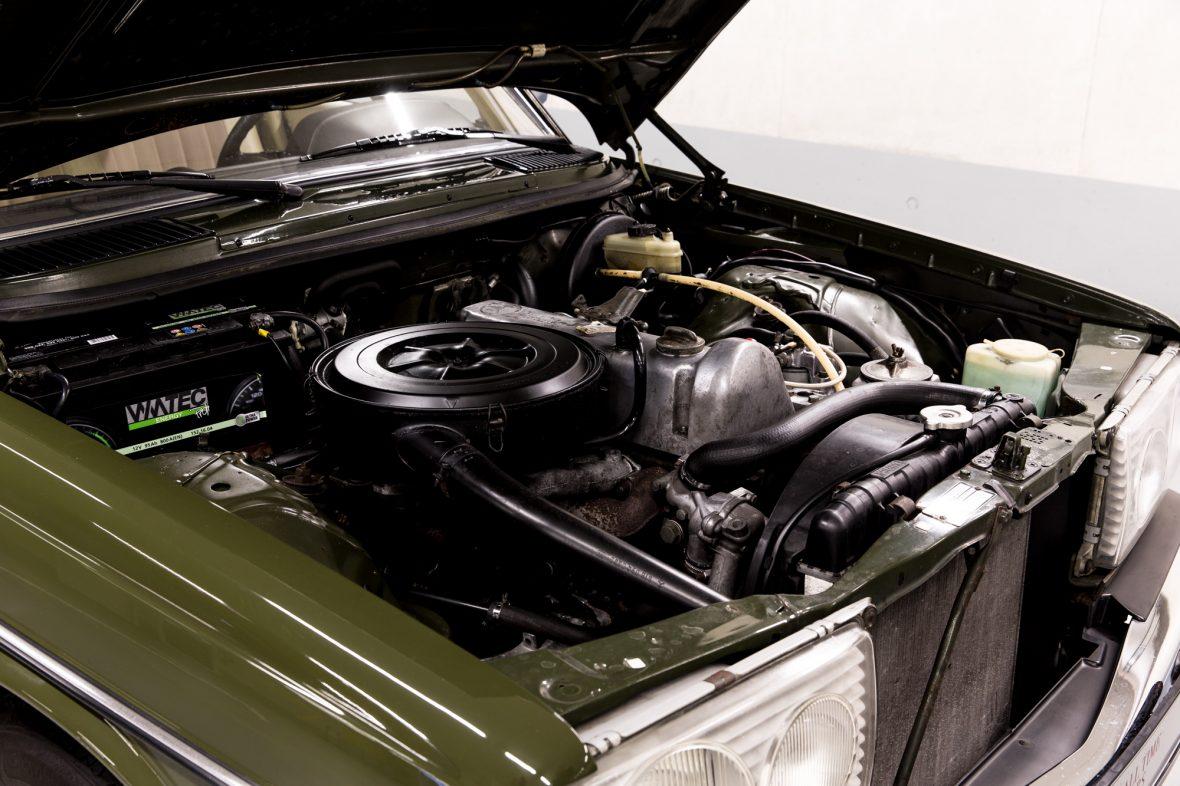 Mercedes-Benz W 123  200 D 11