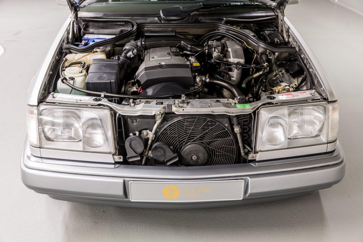 Mercedes-Benz C 124 220 CE 8