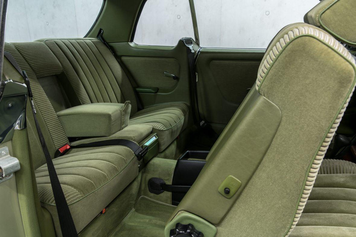 Mercedes-Benz 230 CE (C 123) 12