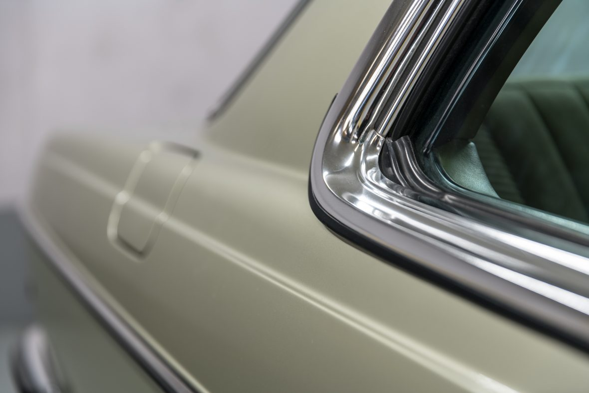 Mercedes-Benz 230 CE (C 123) 28