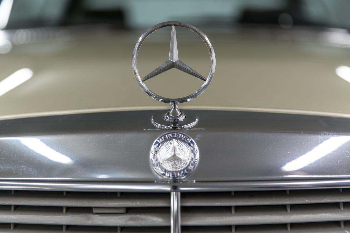 Mercedes-Benz 230 CE (C 123) 20