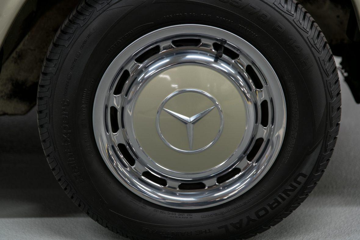 Mercedes-Benz 230 CE (C 123) 17
