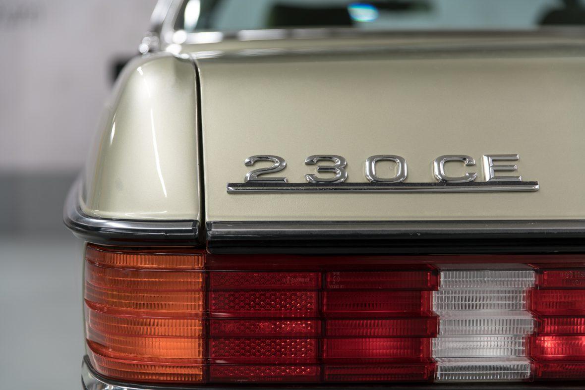 Mercedes-Benz 230 CE (C 123) 19