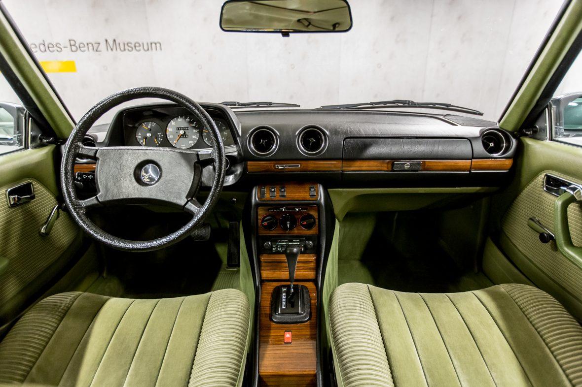 Mercedes-Benz 230 CE (C 123) 10