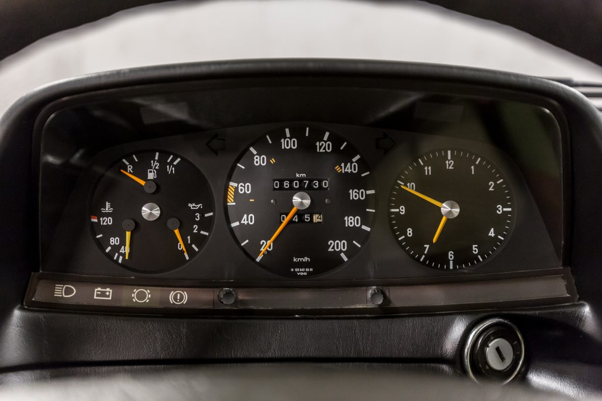 Mercedes-Benz 230 CE (C 123) 14