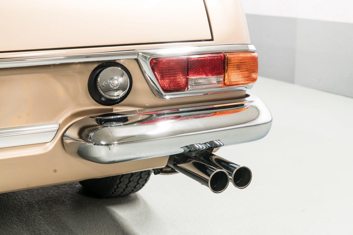 Mercedes-Benz W113 280 SL 17