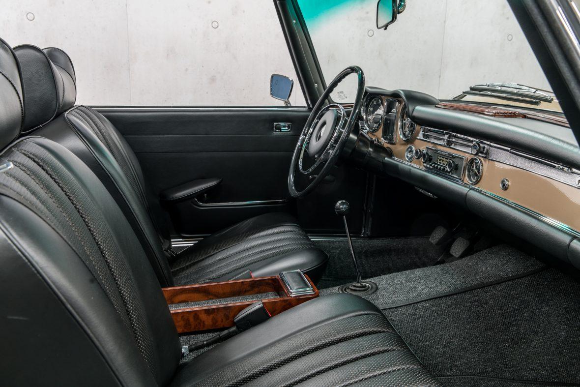 Mercedes-Benz W113 280 SL 11