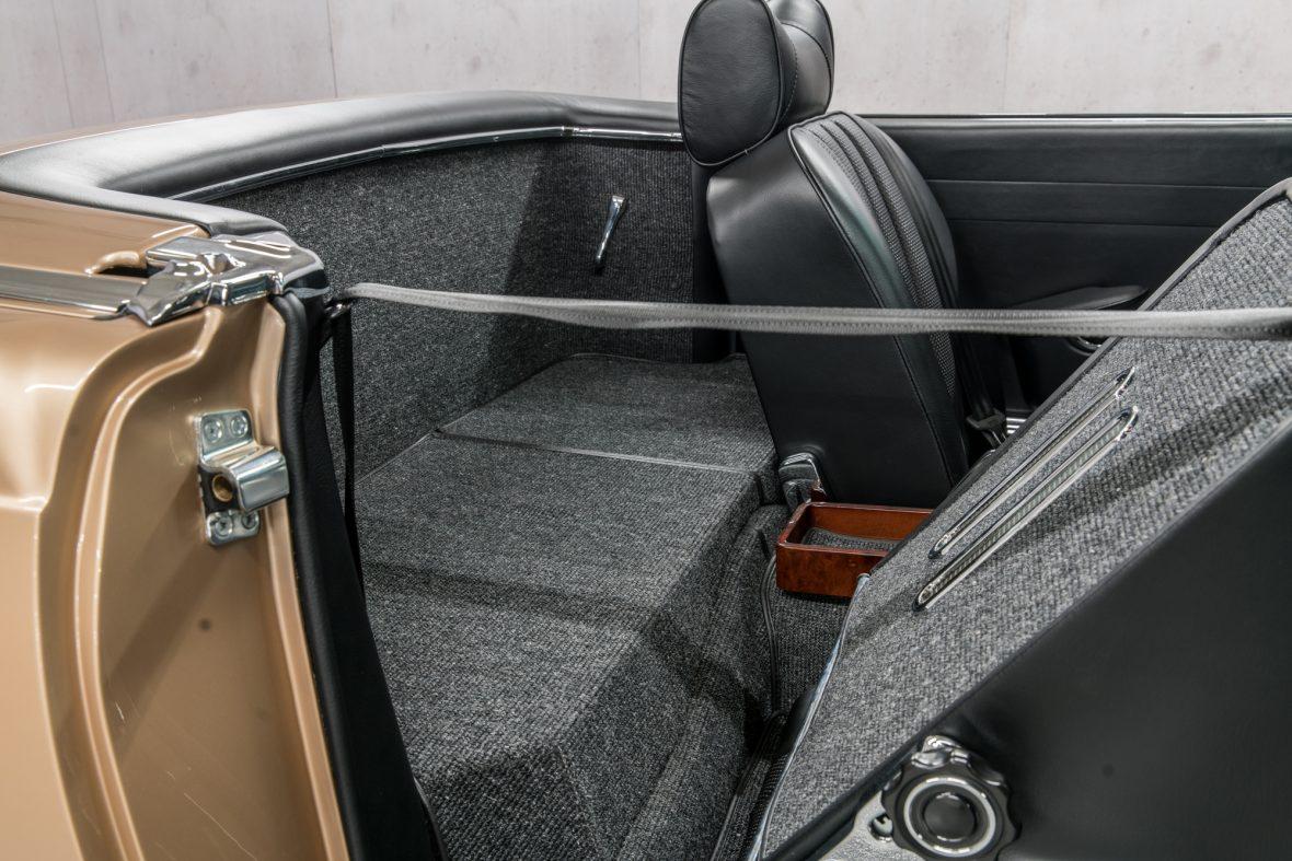Mercedes-Benz W113 280 SL 9