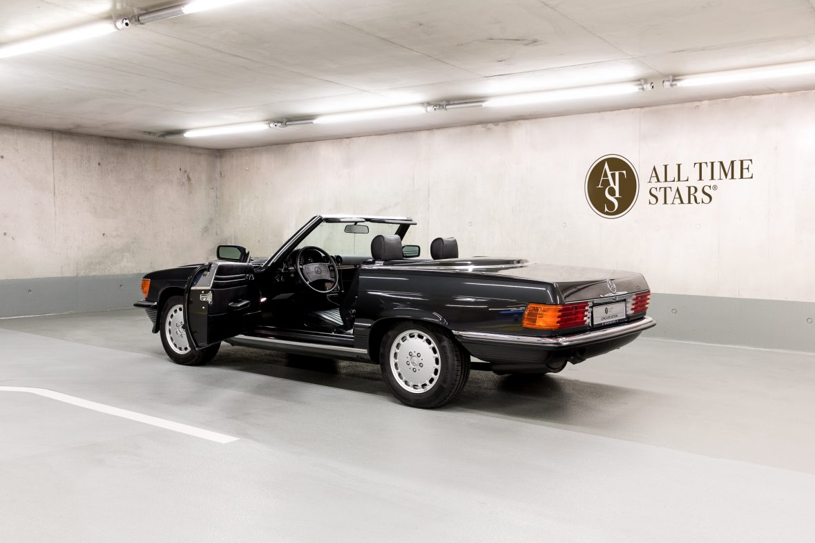 Mercedes-Benz R 107  300 SL 3