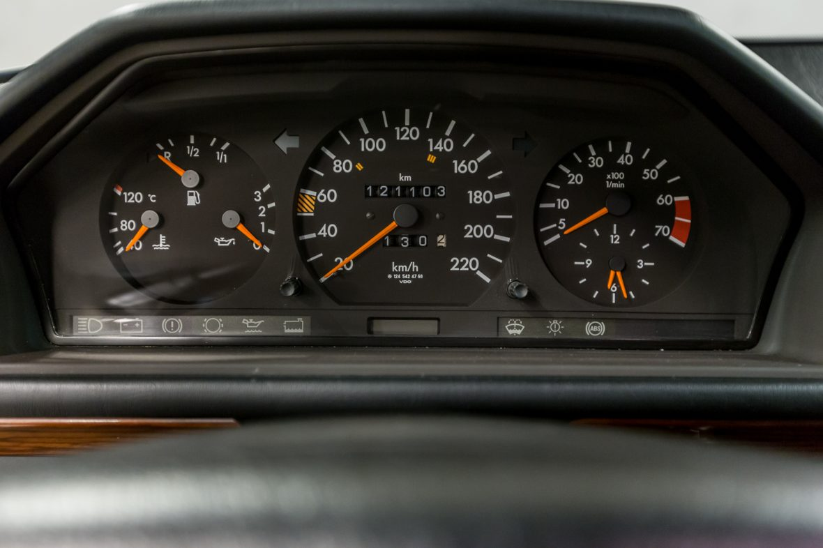Mercedes-Benz S 124 230 TE 10