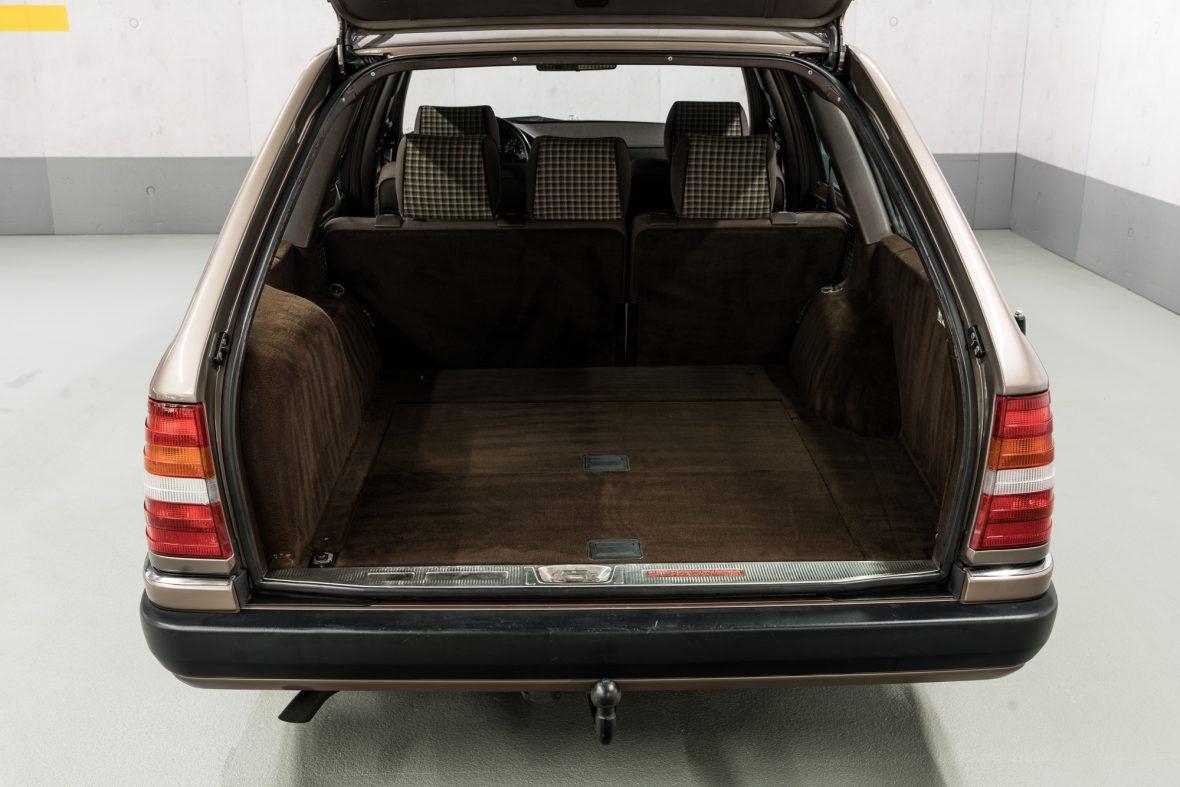 Mercedes-Benz S 124 230 TE 11