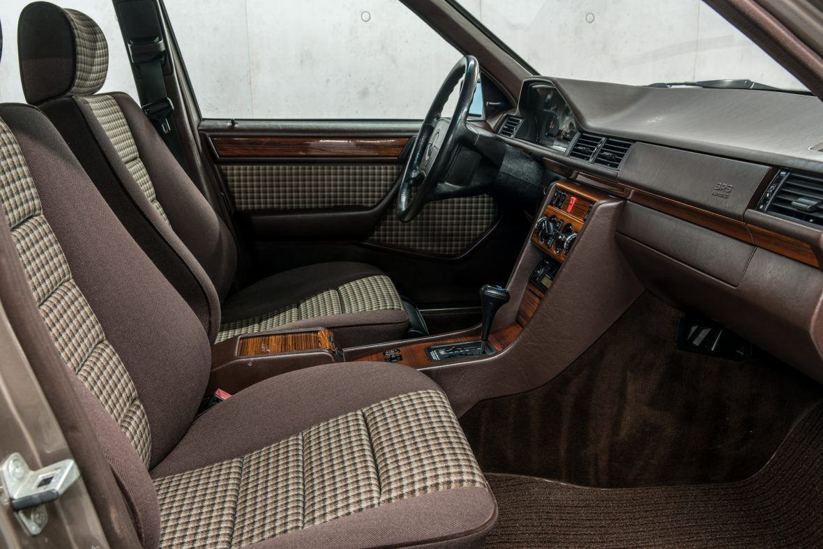 Mercedes-Benz S 124 230 TE 9
