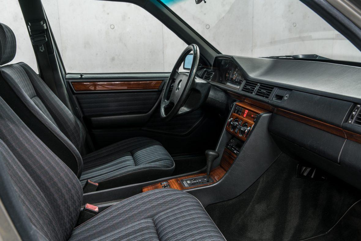 Mercedes-Benz S 124 230 TE 12