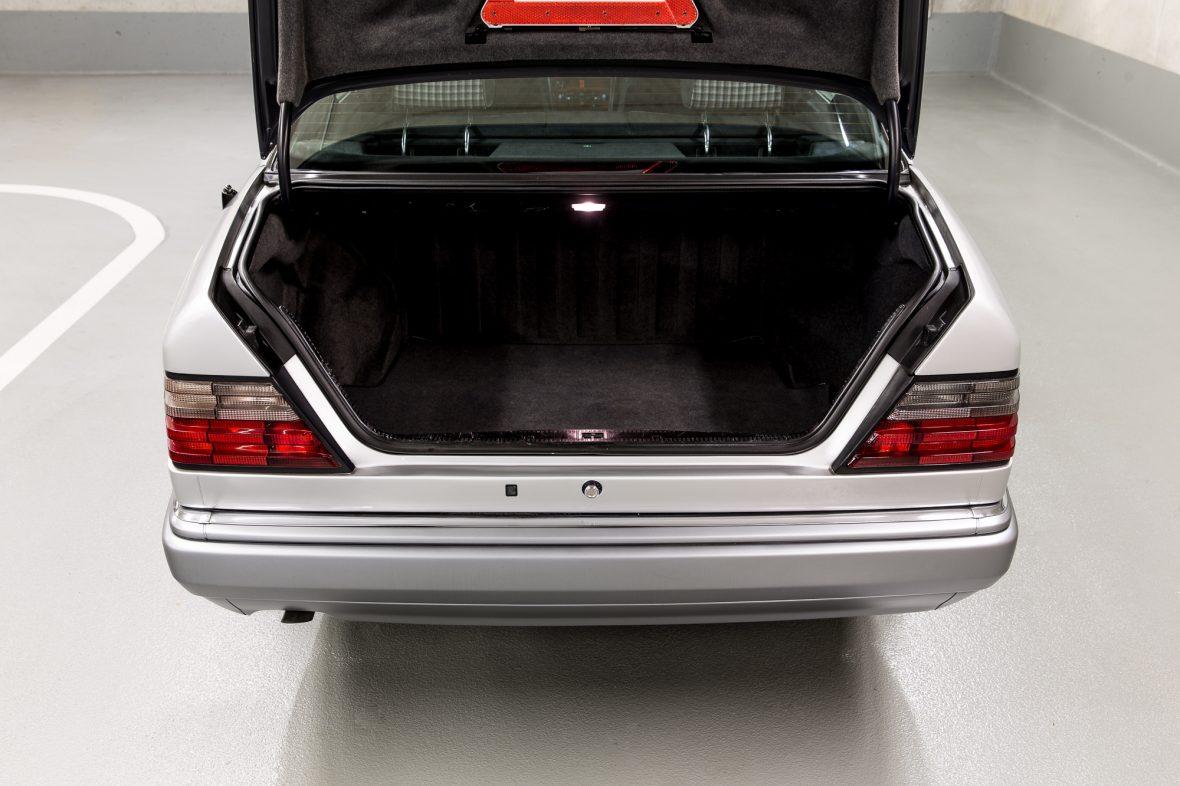 Mercedes-Benz W 124 200 E 9