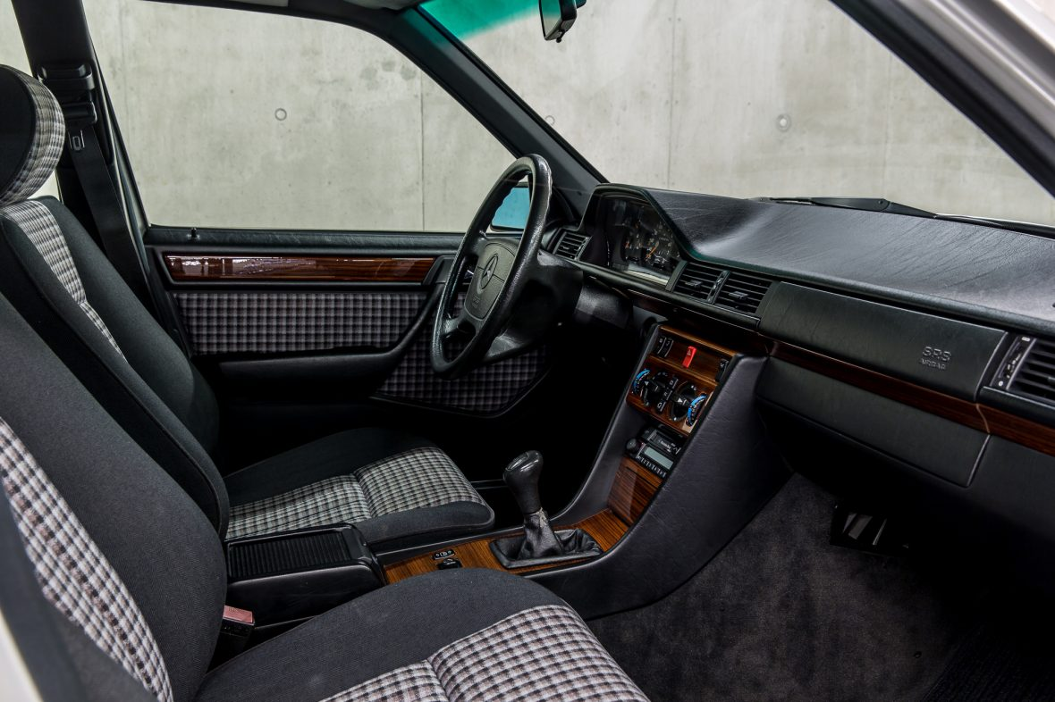 Mercedes-Benz W 124 200 E 12