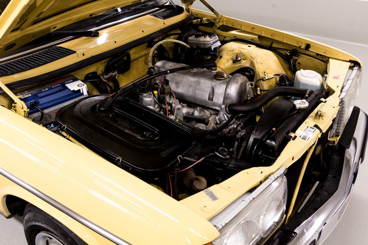 Mercedes-Benz 230 Limousine W123 9