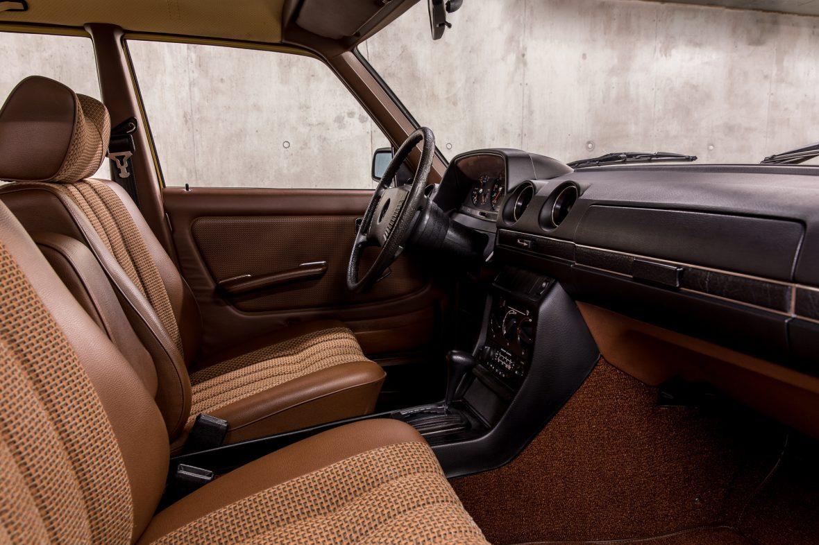 Mercedes-Benz 230 Limousine W123 15