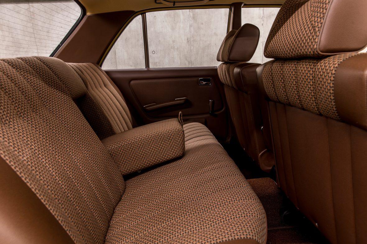 Mercedes-Benz 230 Limousine W123 16