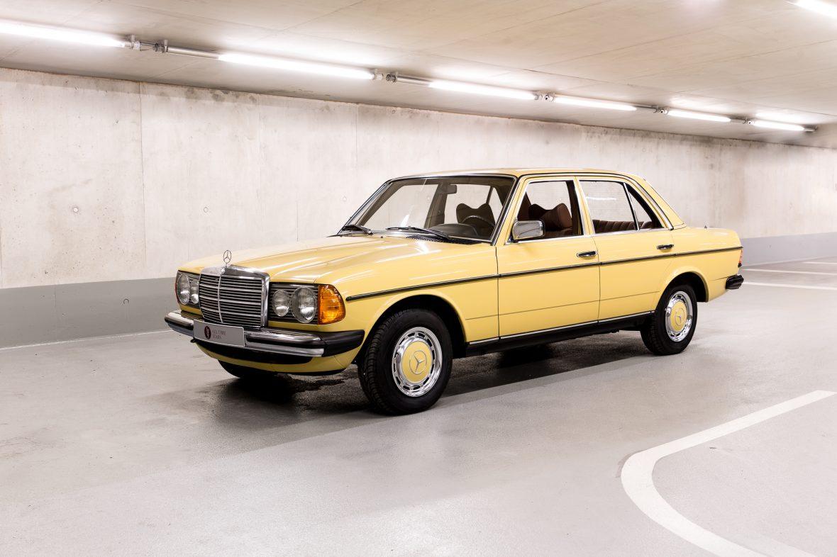 Mercedes-Benz 230 Limousine W123 4