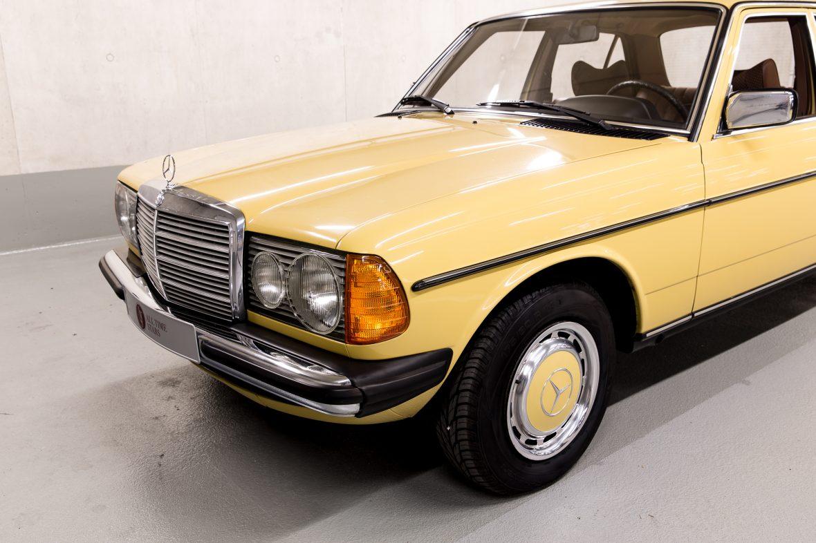 Mercedes-Benz 230 Limousine W123 5