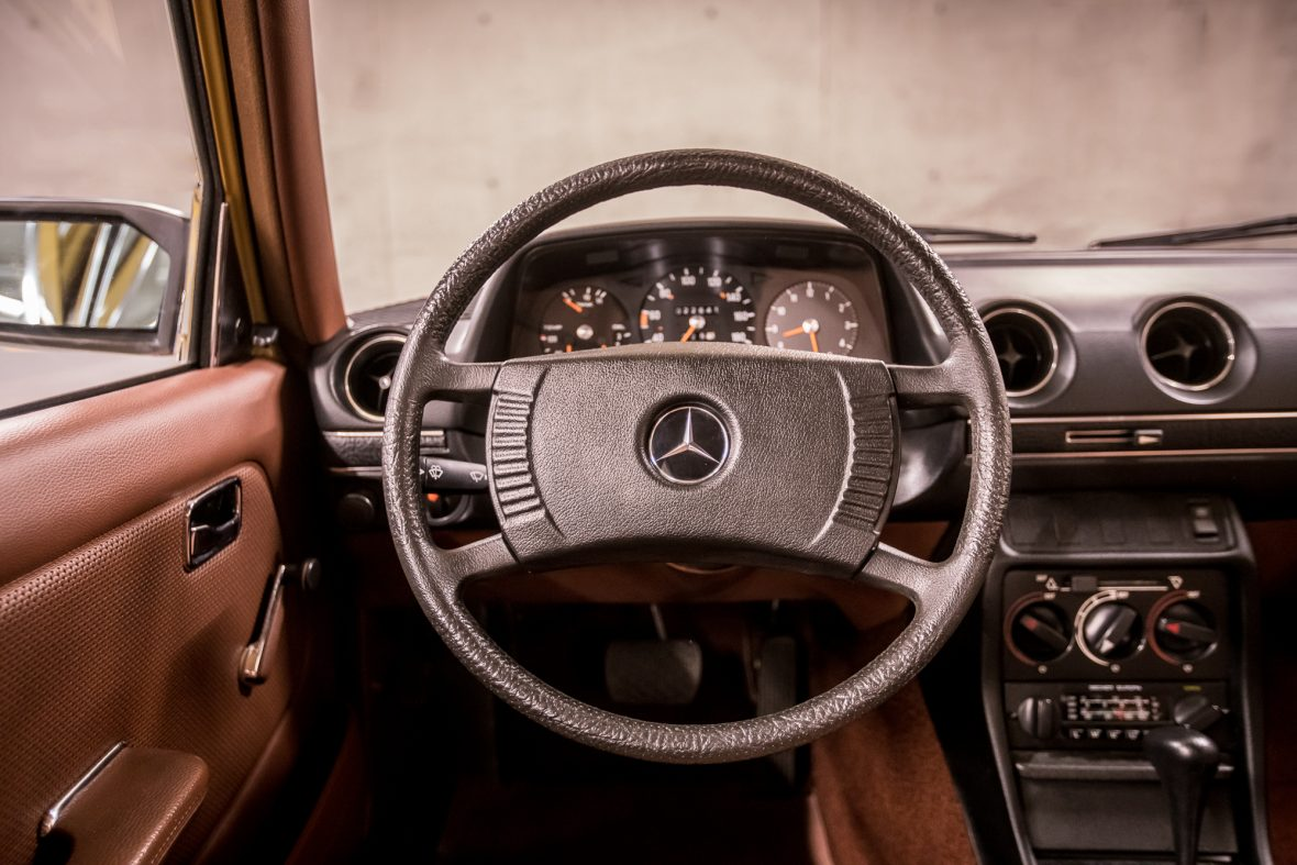 Mercedes-Benz W 123  230 12