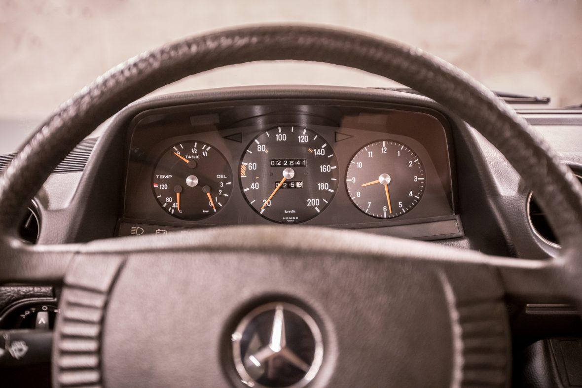 Mercedes-Benz 230 Limousine W123 14