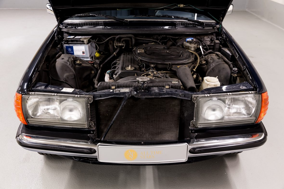 Mercedes - Benz W 123  230E 17