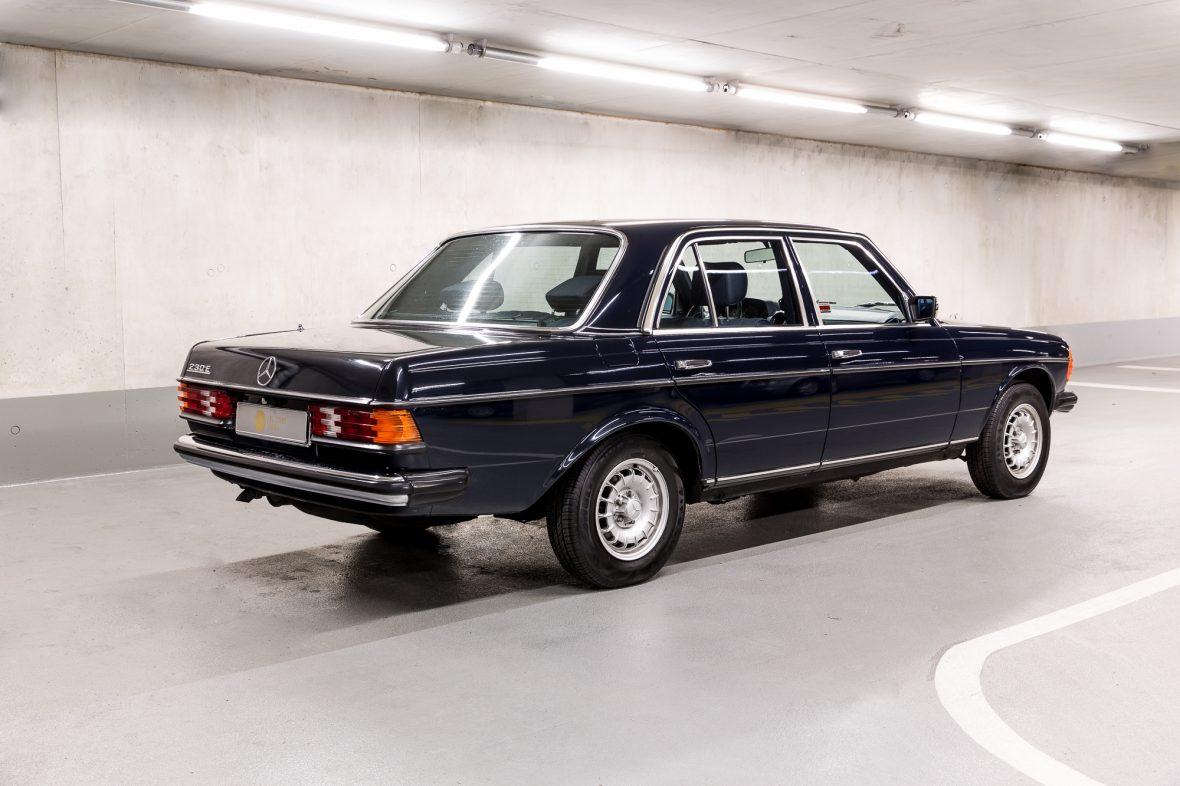 Mercedes - Benz W 123  230E 4