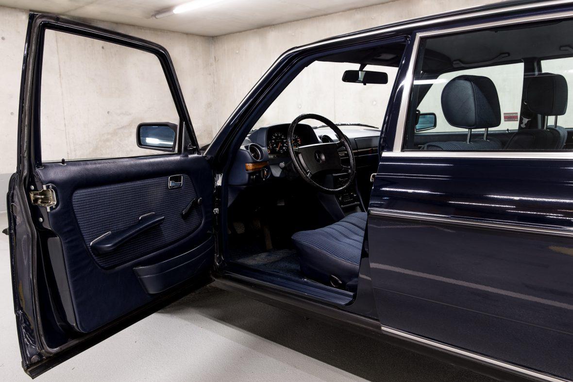 Mercedes - Benz W 123  230E 9