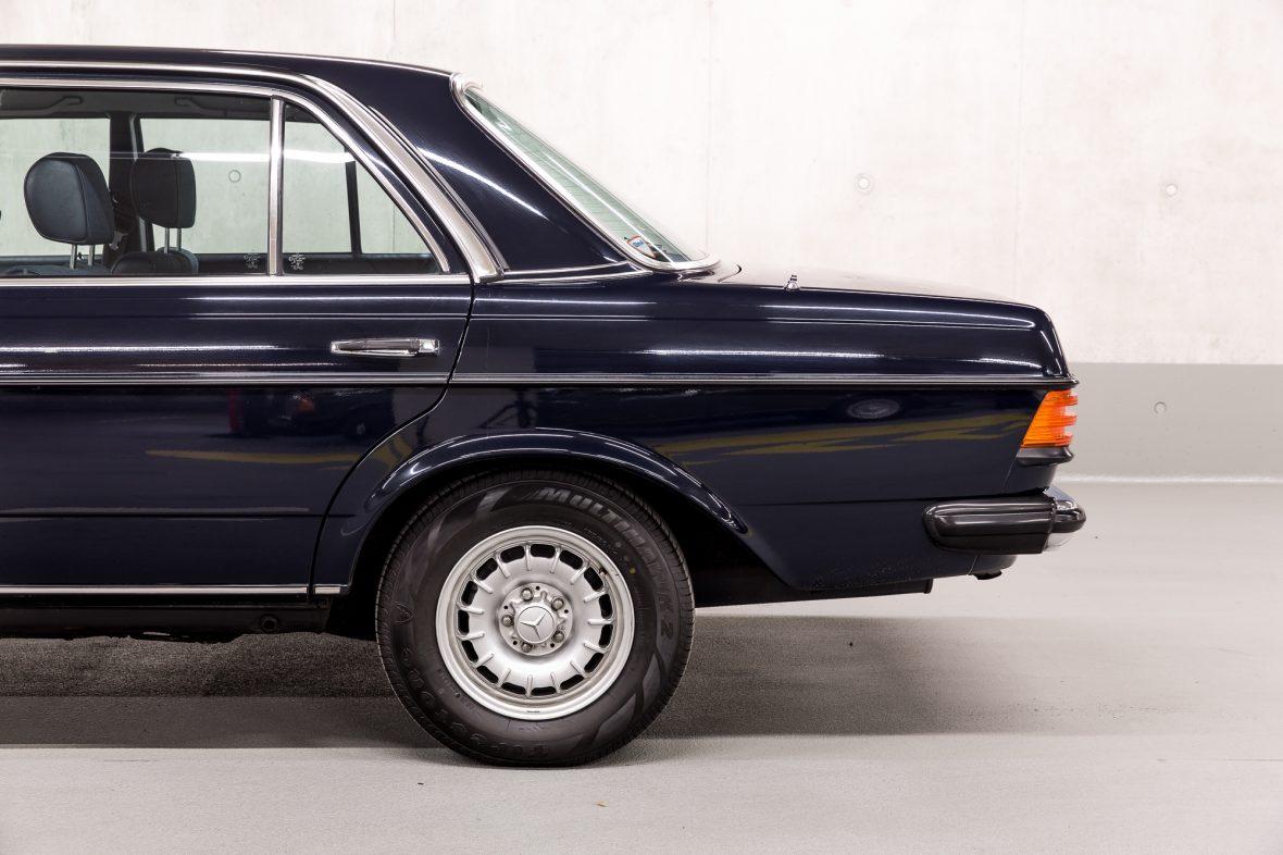Mercedes - Benz W 123  230E 7