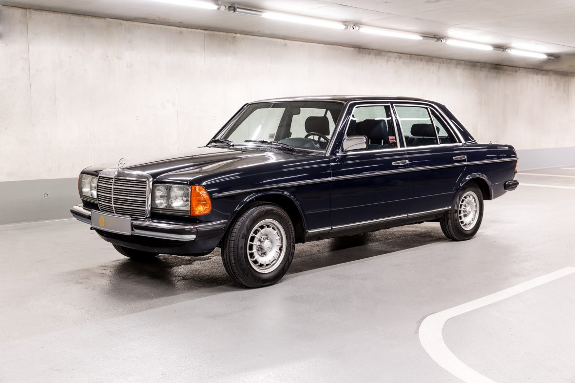 Mercedes benz w 123 230e mercedes benz en for Mercedes benz 230e