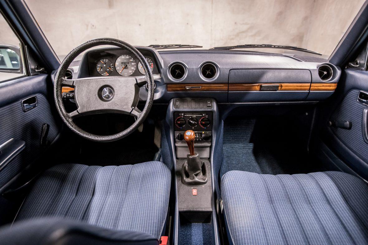 Mercedes - Benz W 123  230E 11
