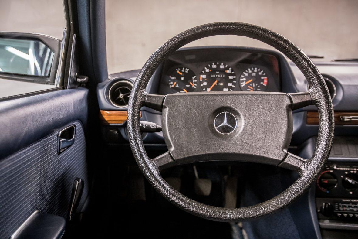 Mercedes - Benz W 123  230E 12