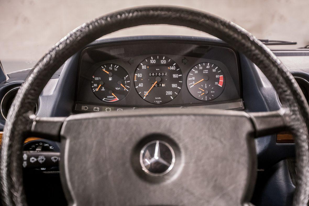 Mercedes - Benz W 123  230E 13