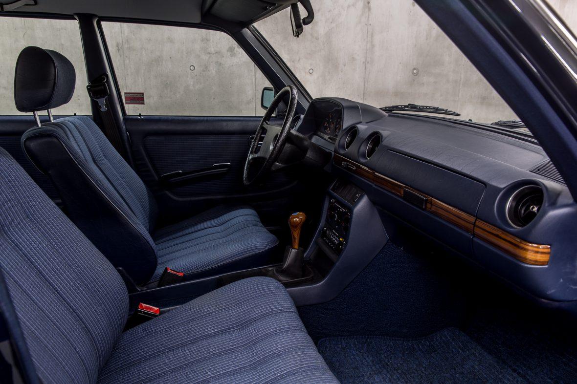 Mercedes - Benz W 123  230E 10