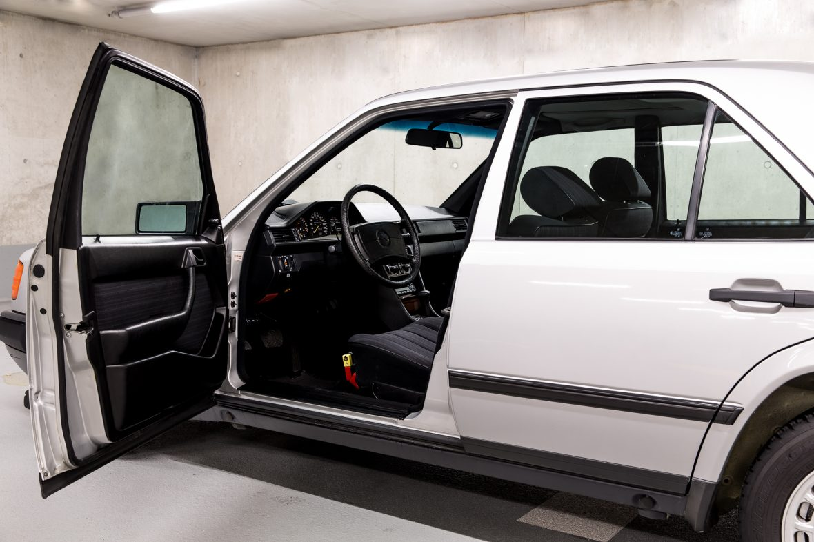 Mercedes-Benz 300 E (W 124) 11