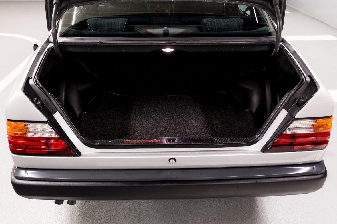Mercedes-Benz 300 E (W 124) 10