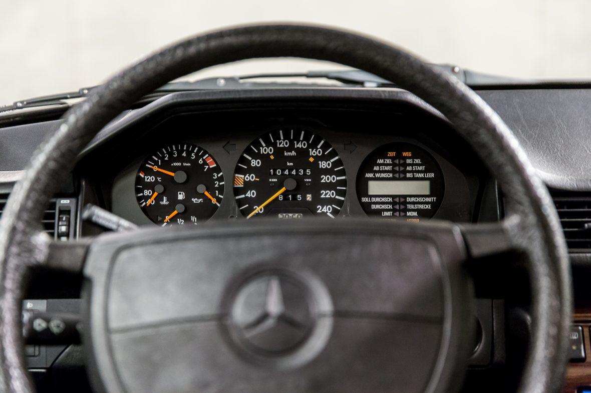Mercedes-Benz 300 E (W 124) 14