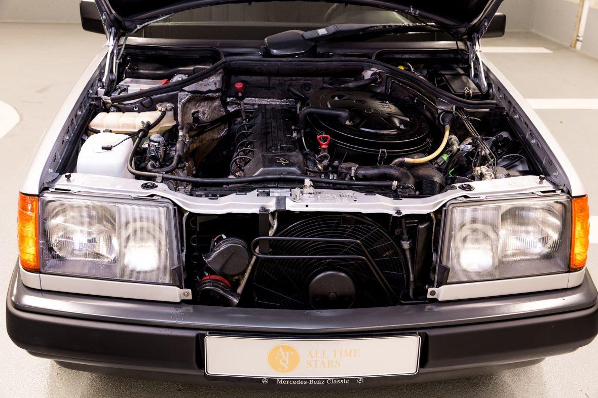 Mercedes-Benz 300 E (W 124) 8