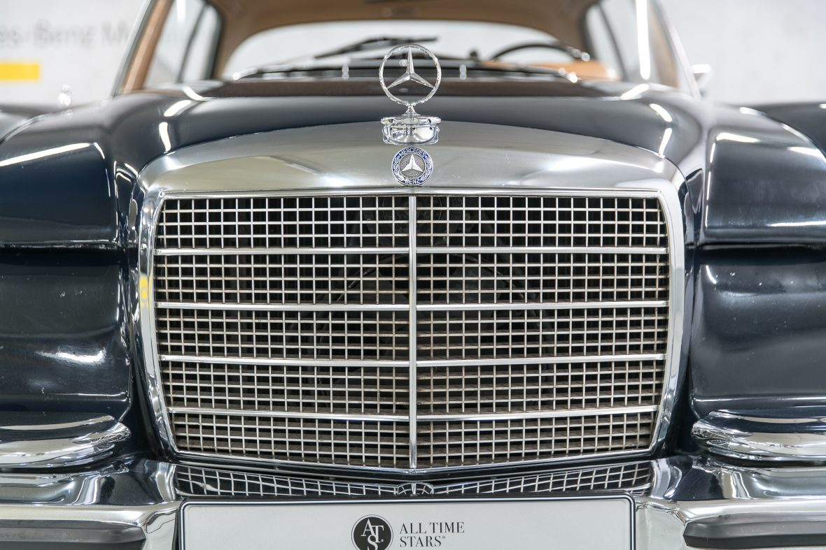 Mercedes–Benz W 111 280 SE 3,5 Coupe 12