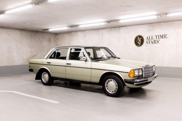 Mercedes-Benz W 123  200