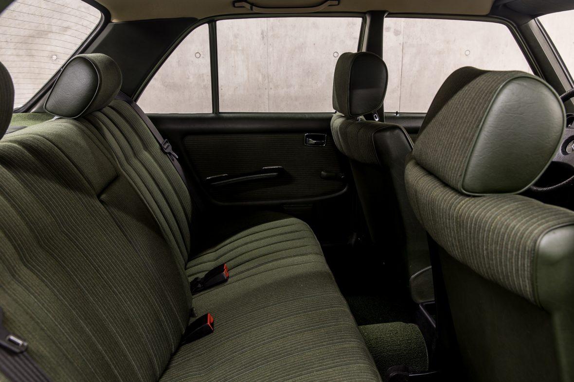 Mercedes-Benz W 123  200 18